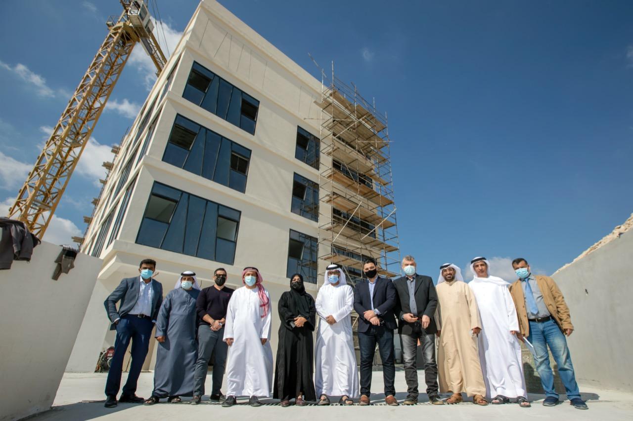 """الحمادي: المبنى الجديد مكرمة سخية من الشيخ محمد بن راشد وتؤكد دعمه المستمر للصحفيين  بعد انجاز 90٪ من اعمال البناء مجلس ادارة """"الصحفيين الاماراتية"""" يقوم بزيارة ميدانية للمبنى"""