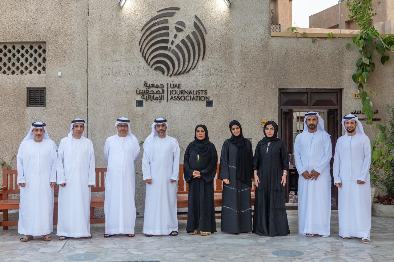 الحمادي رئيساً لجمعية الصحفيين الإماراتية وحسين المناعي نائباً