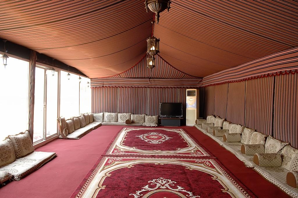 في خيمة الصحافة ، جمعية الصحفيين تنظم برنامج حافل لمتابعة مباريات كأس العالم في أبوظبي ودبي