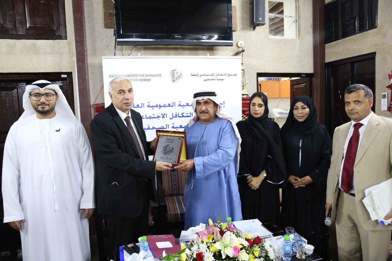 درع جمعية الصحفيين الإماراتية لرئيس وكالة أنباء الشرق الأوسط